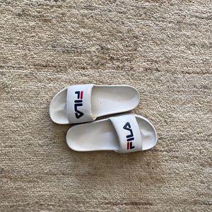 Reto Fila slide sandals